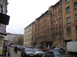 Аварийные дома в Петербурге выставят на торги