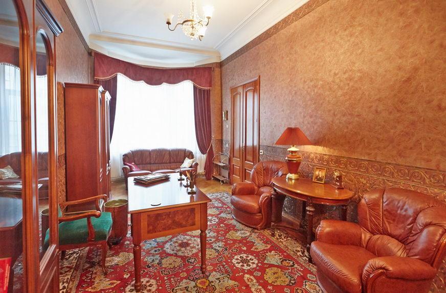 Продажа 5 комнатной квартиры, Санкт-Петербург, наб. р. Карповки, 32